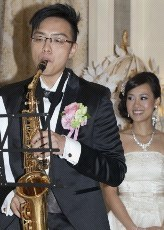 suit,saxophone,woodwind instrument,wind instrument,saxophonist