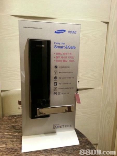 삼성SNS Every day Smart & Safe 브랜드 파워 1위 '월드 베스트 디자인 삼성의 품질·서비스 SMART도어록   Electronics,Technology,Electronic device,Machine,Room