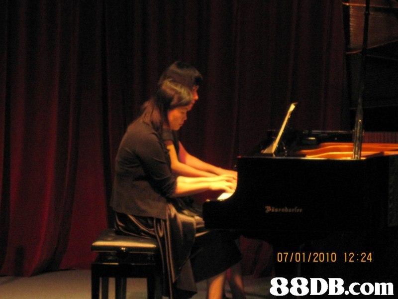 07/01/2010 12:24,music,piano,pianist,musician,keyboard