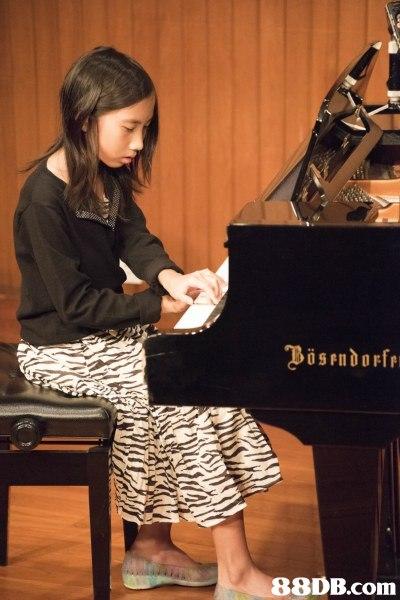 piano,pianist,keyboard,musician,leg
