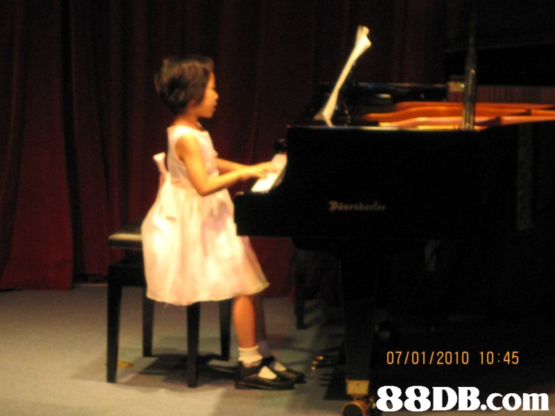 07/01/2010 10:45,piano,pianist,performance,music,keyboard