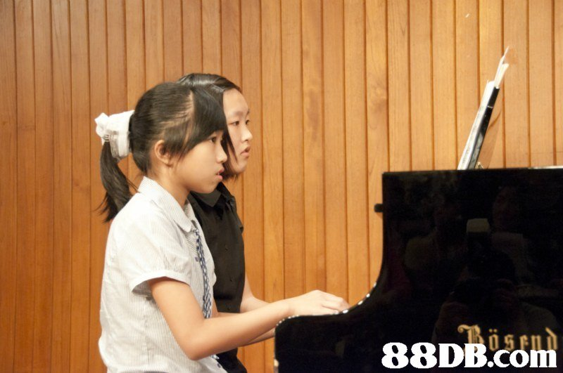 pianist,keyboard,piano,girl,musical instrument