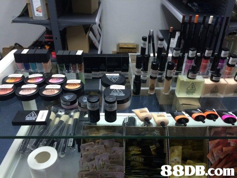 Cosmetics,Beauty,Eye shadow,Eye,Material property