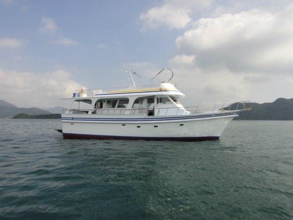 boat,yacht,water transportation,motorboat,passenger ship