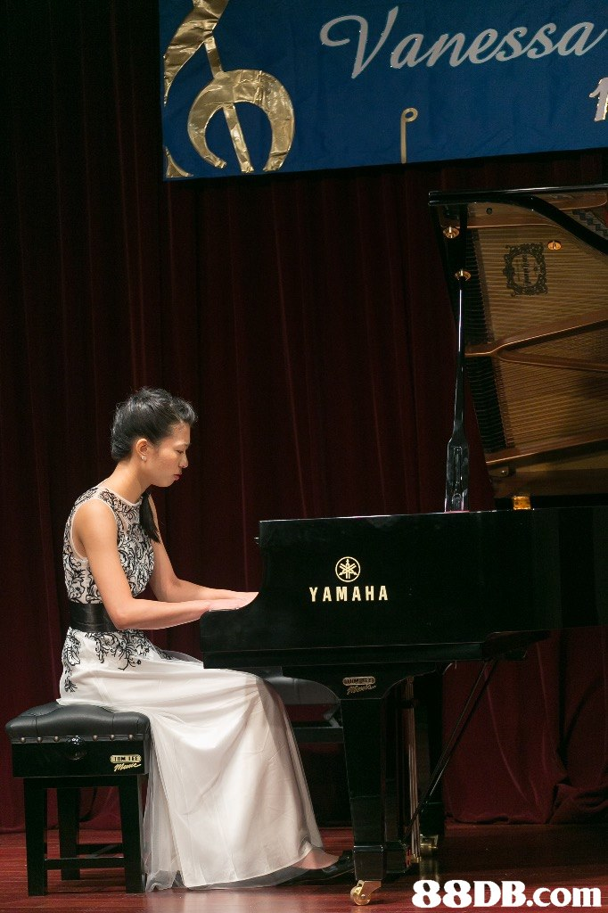 Vanessa Y A MAHA 88DB.com  piano