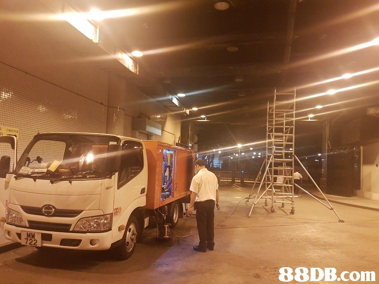 / 次輪候車處 MW 722   transport,mode of transport,vehicle,commercial vehicle,motor vehicle
