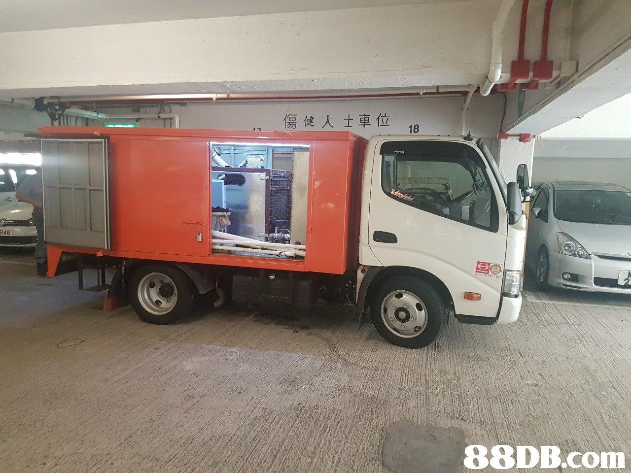 傷健人士車位 146   transport,vehicle,motor vehicle,truck,commercial vehicle