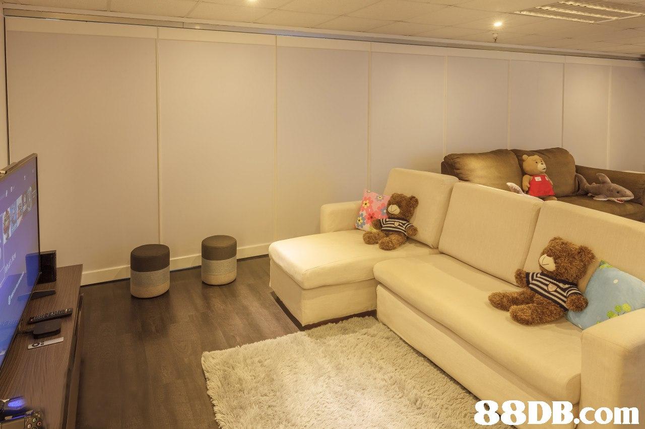 e O  room,property,interior design,ceiling,real estate