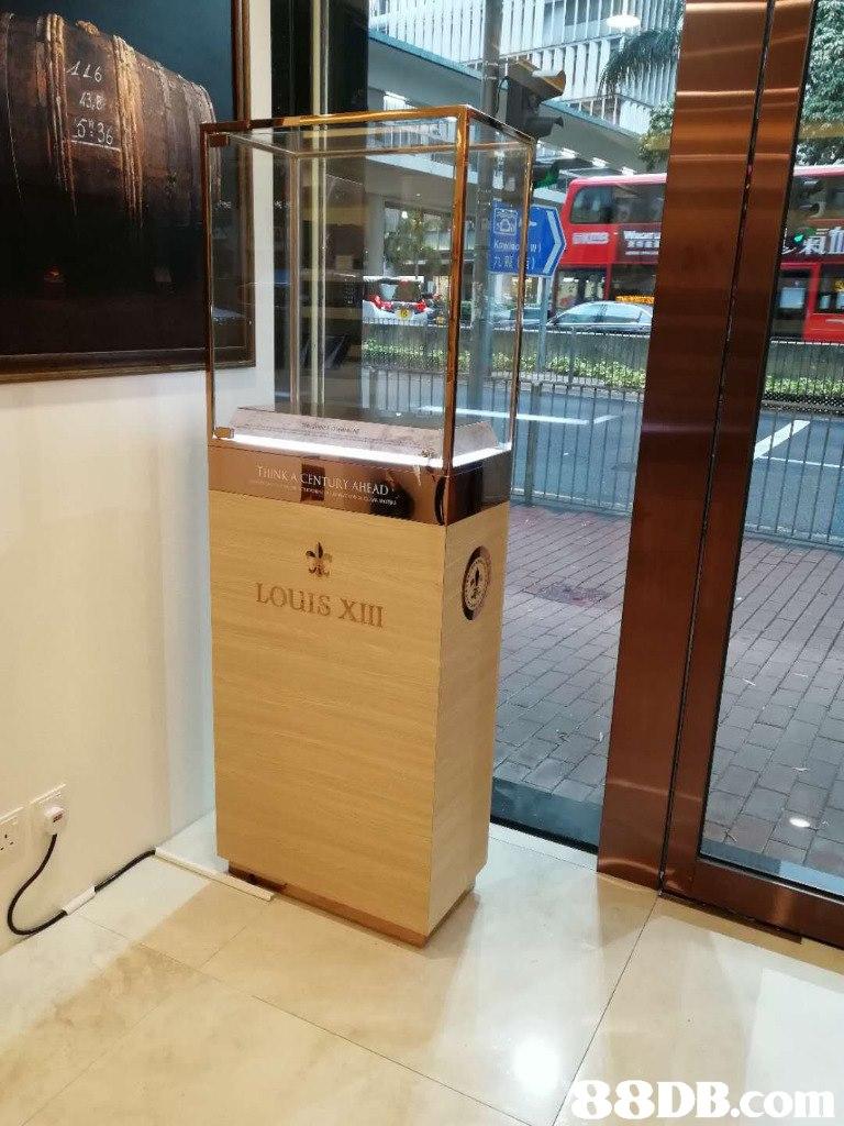 Till LOuIS XIII   display case,furniture,