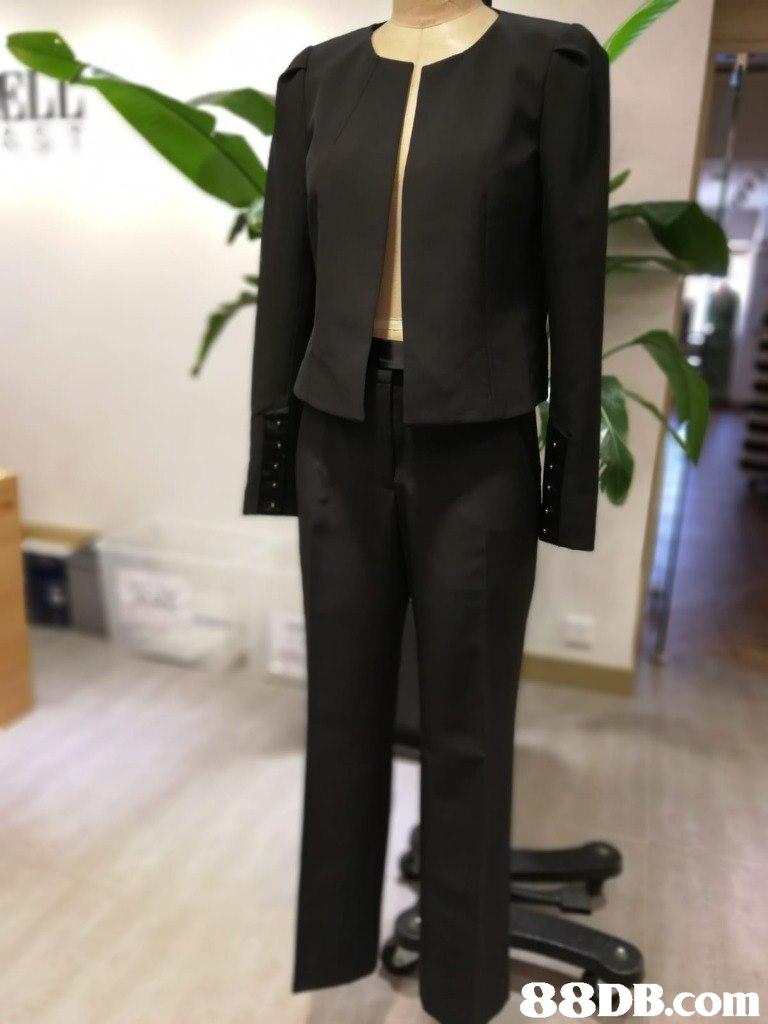 suit,formal wear,outerwear,tuxedo,