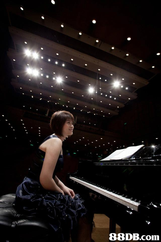 pianist,darkness,light,lighting,night