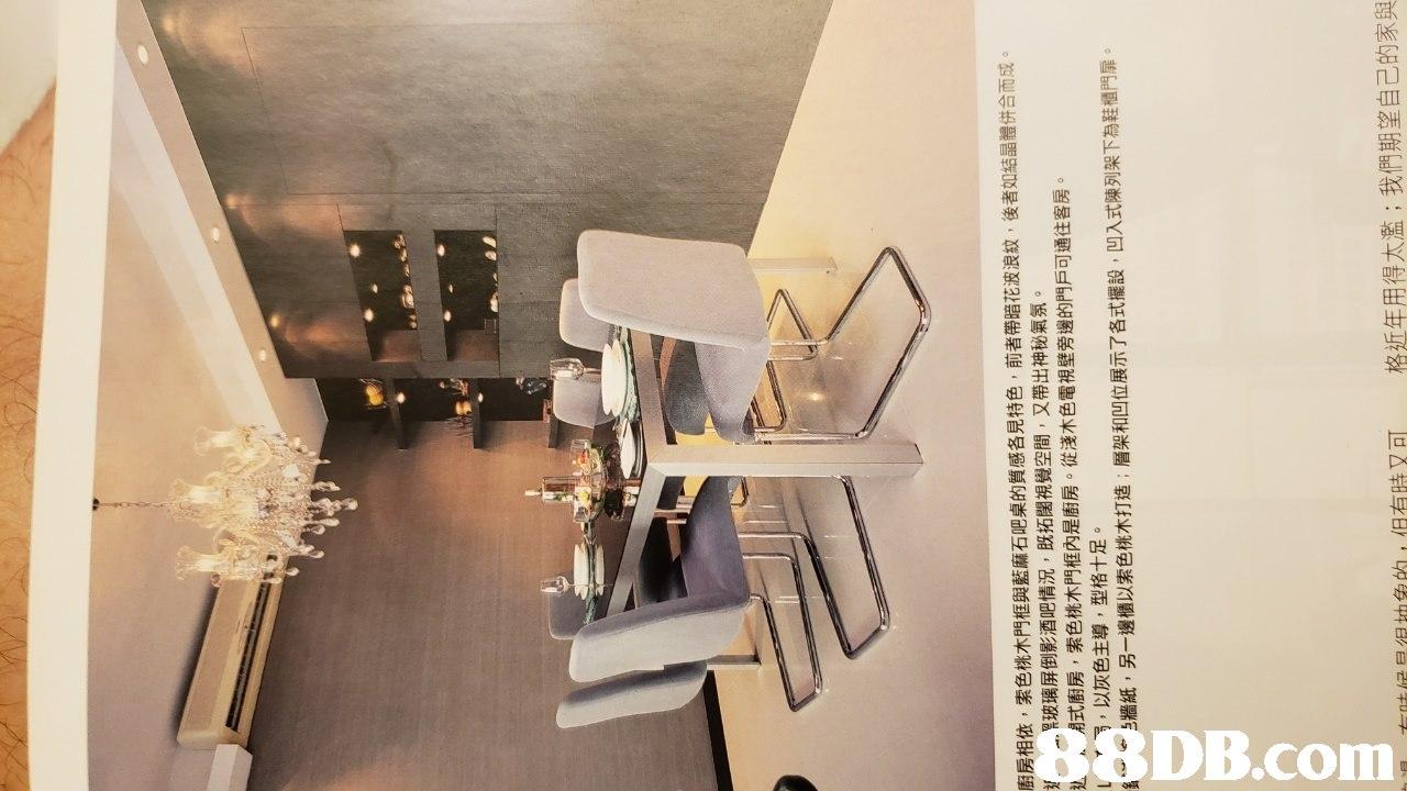 廚房相依,索色桃木門框與藍麻石吧桌的質感各見特色,前者帶暗花波浪紋,後者如結晶體併合而成 《玻璃屏倒影酒吧情況,既拓闊視覺空間,又帶出神秘氣氛 扇式廚房,索色桃木門框內是廚房。從淺木色電視壁旁邊的門戶可通往客房 儿 1、 以灰色主導,型格十足。 - e,牆紙,另一邊櫃以索色桃木打造:層架和凹位展示了各式擺設,凹入式陳列架下為鞋櫃門扉。 t_ntie E/E trtag ga ,但有時又可 格近年用得太濫;我們期望自己的家與   interior design,