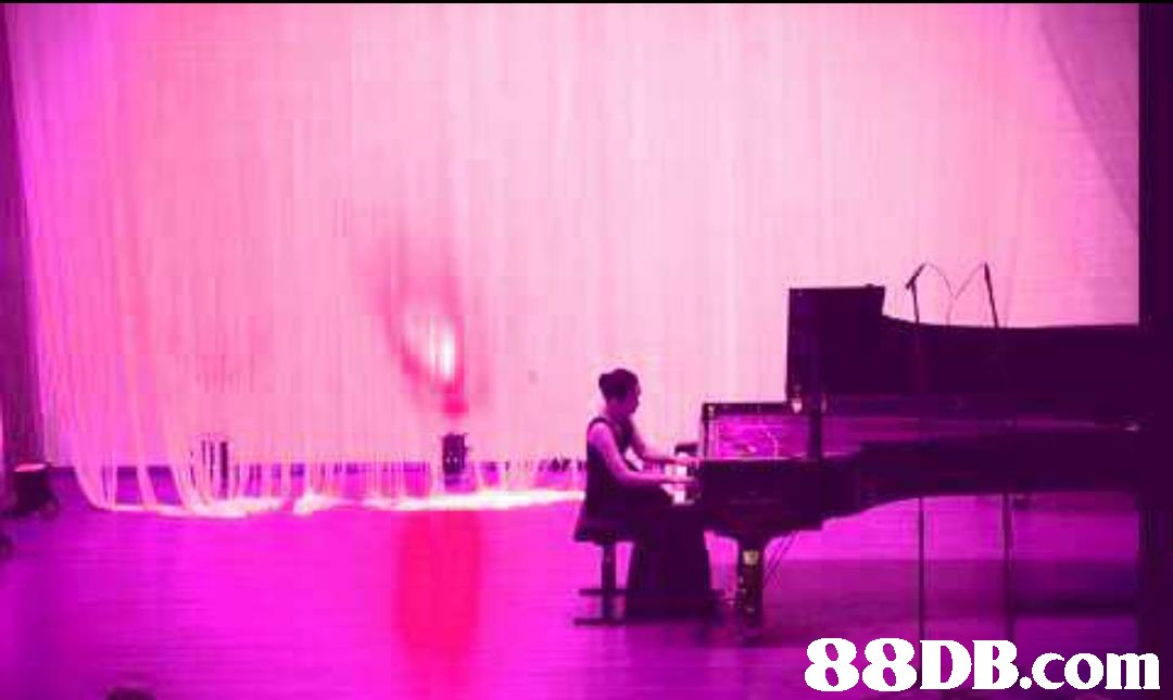 E/   pink,stage,purple,magenta,performance