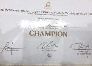 HE INTERNATIONAL LISZT FERENC PANO COMPETmON 2010 CHAMPION,font,