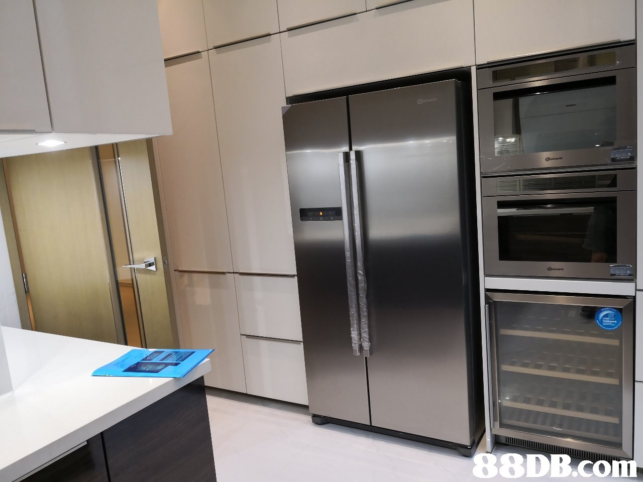 home appliance,major appliance,room,kitchen,refrigerator