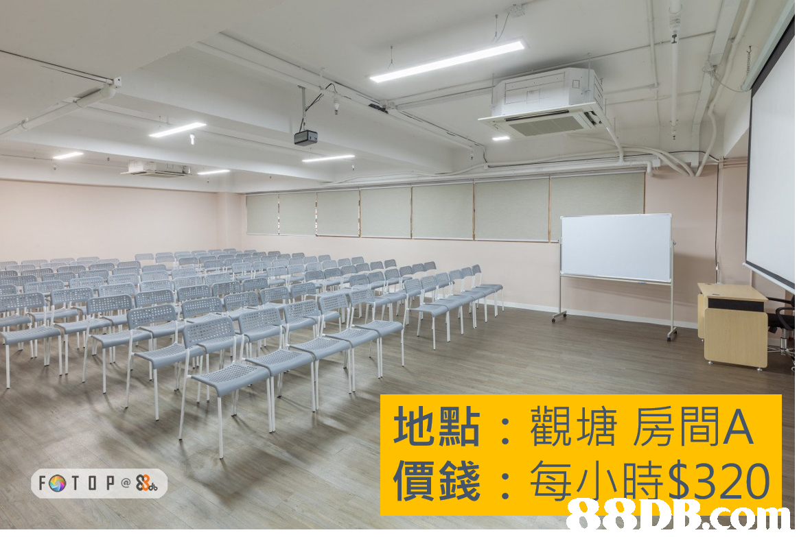 地點:觀塘房間A 價錢:每小時$320,classroom,conference hall,ceiling,table,