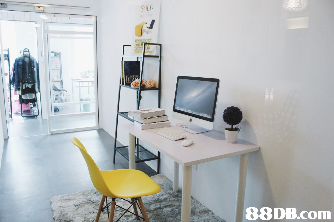 SOLO 现正 ELIN HOPP   furniture,room,office,table,desk