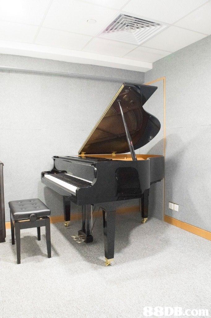 conm  piano,keyboard,digital piano,musical instrument,floor