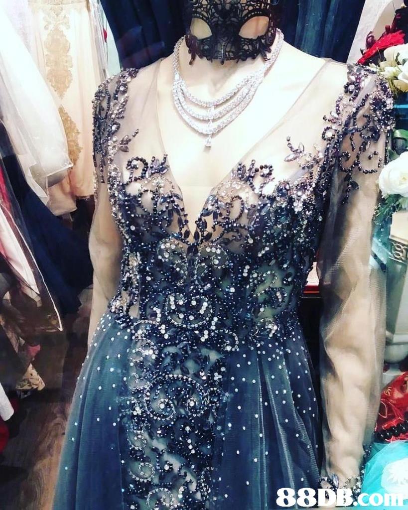 dress,shoulder,fashion,formal wear,textile