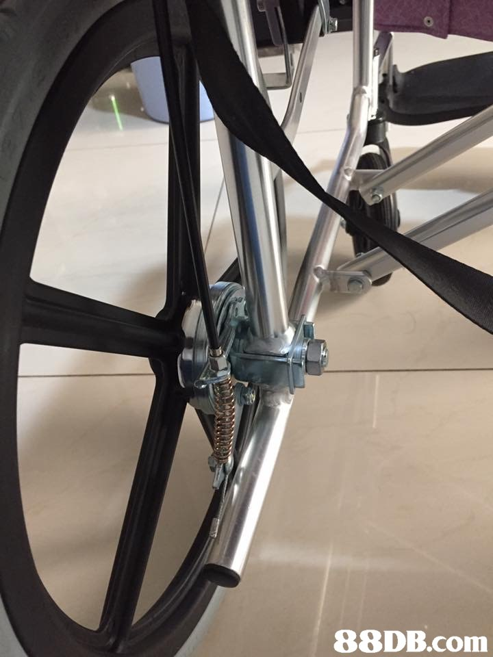 bicycle wheel,road bicycle,spoke,bicycle frame,bicycle