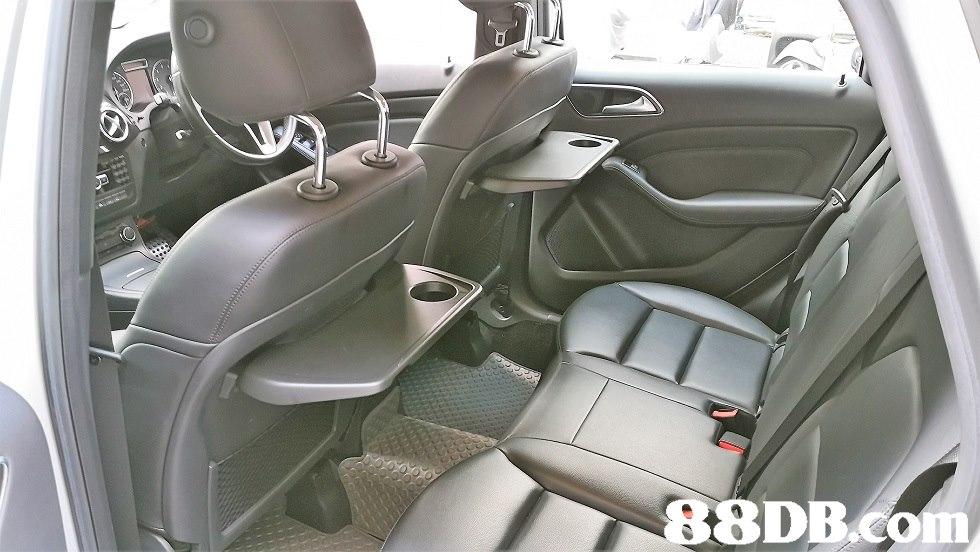 88DBCO  land vehicle,car,vehicle,motor vehicle,family car