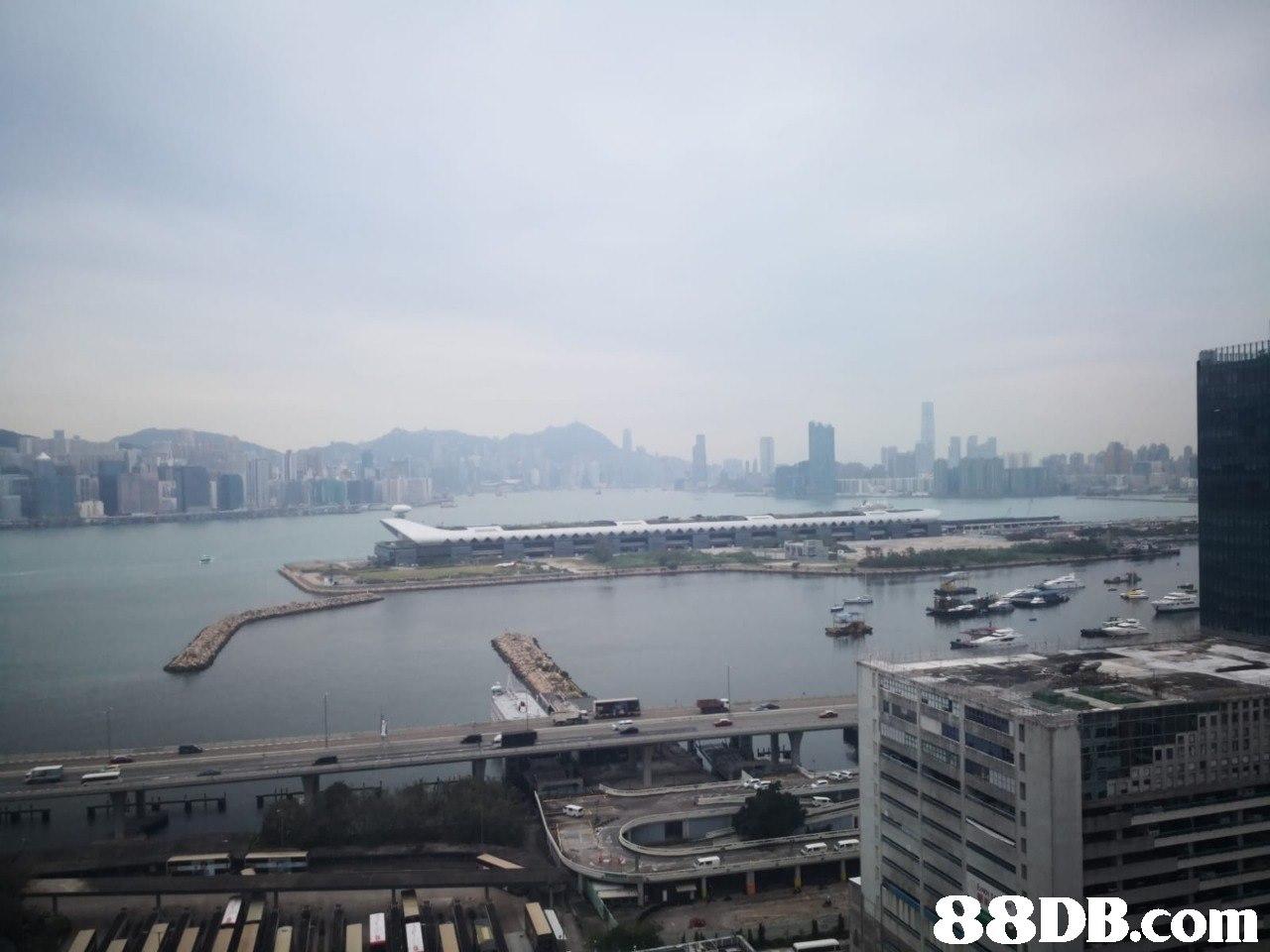 Metropolitan area,Sky,City,Atmospheric phenomenon,Urban area