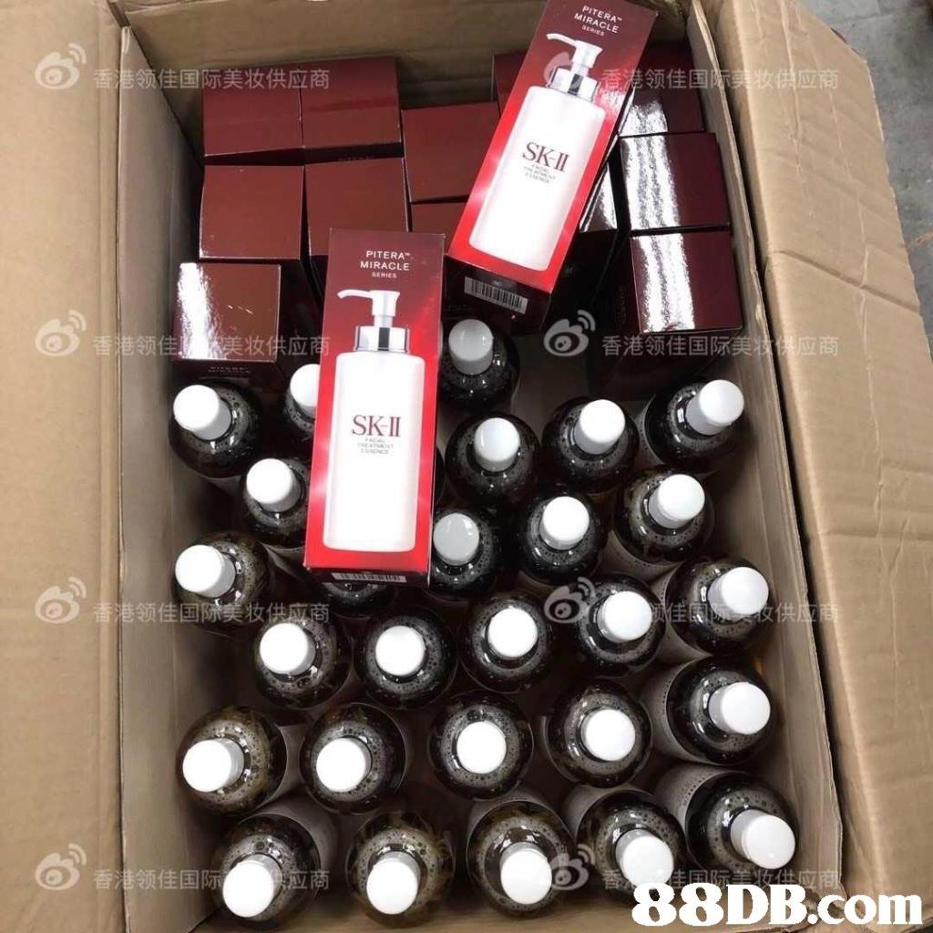 佳国际美妆供应商 PITERA MIRACLE 香港领佳国 SK II   Wine bottle,Bottle,Shelf,Beer bottle,