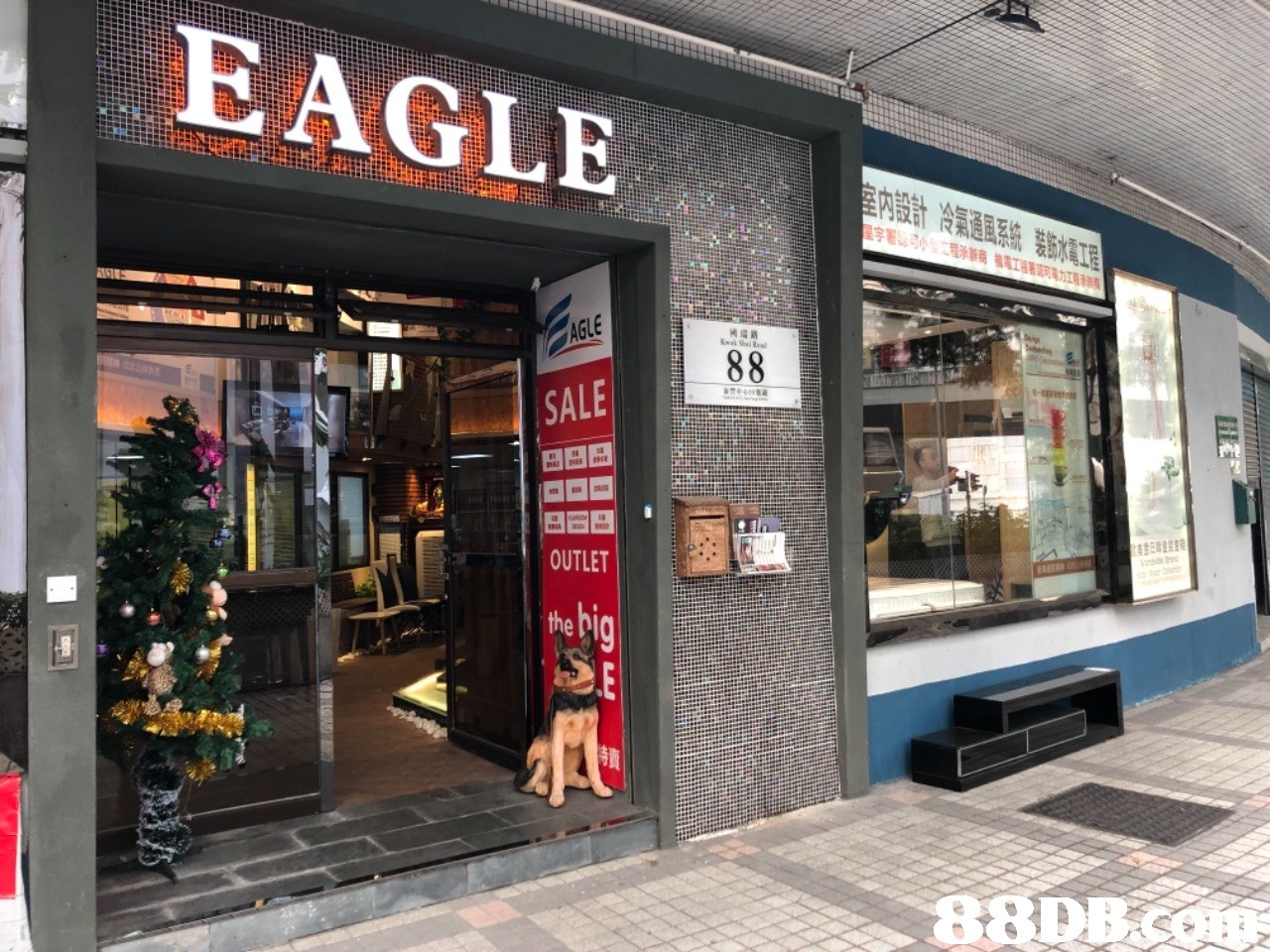 EAGLE SALE OUTLET the b  Building,Outlet store,Retail,Facade,