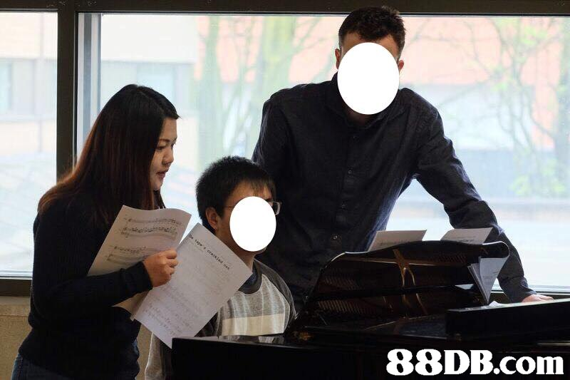 Black hair,Pianist,