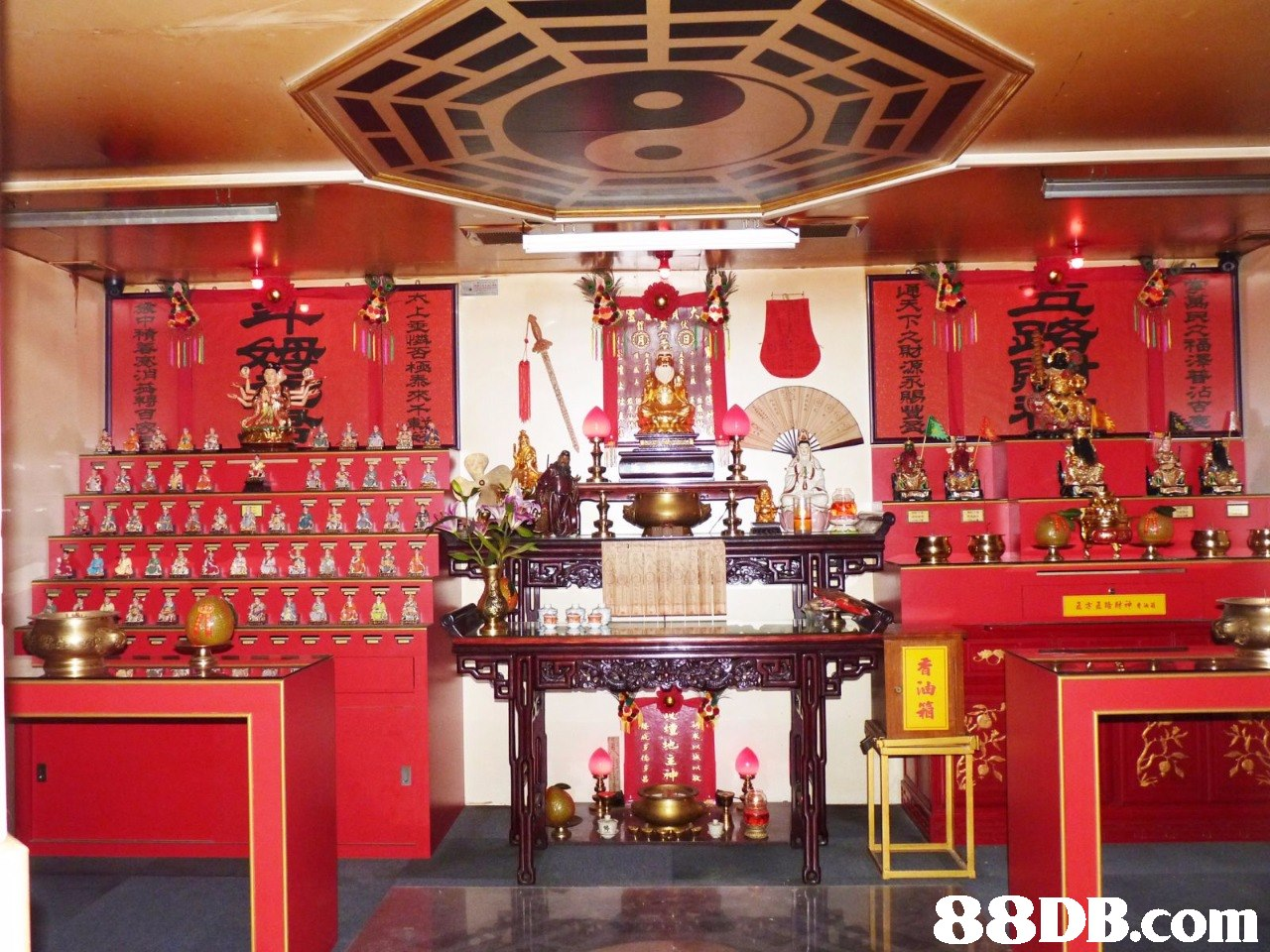 占   Shrine,Place of worship,Building,Temple,Room