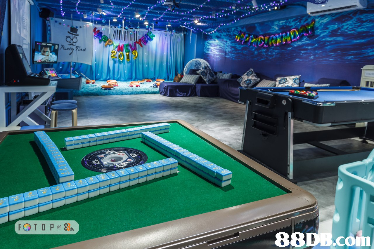 Games,Room,Pc game,Table,Sport venue