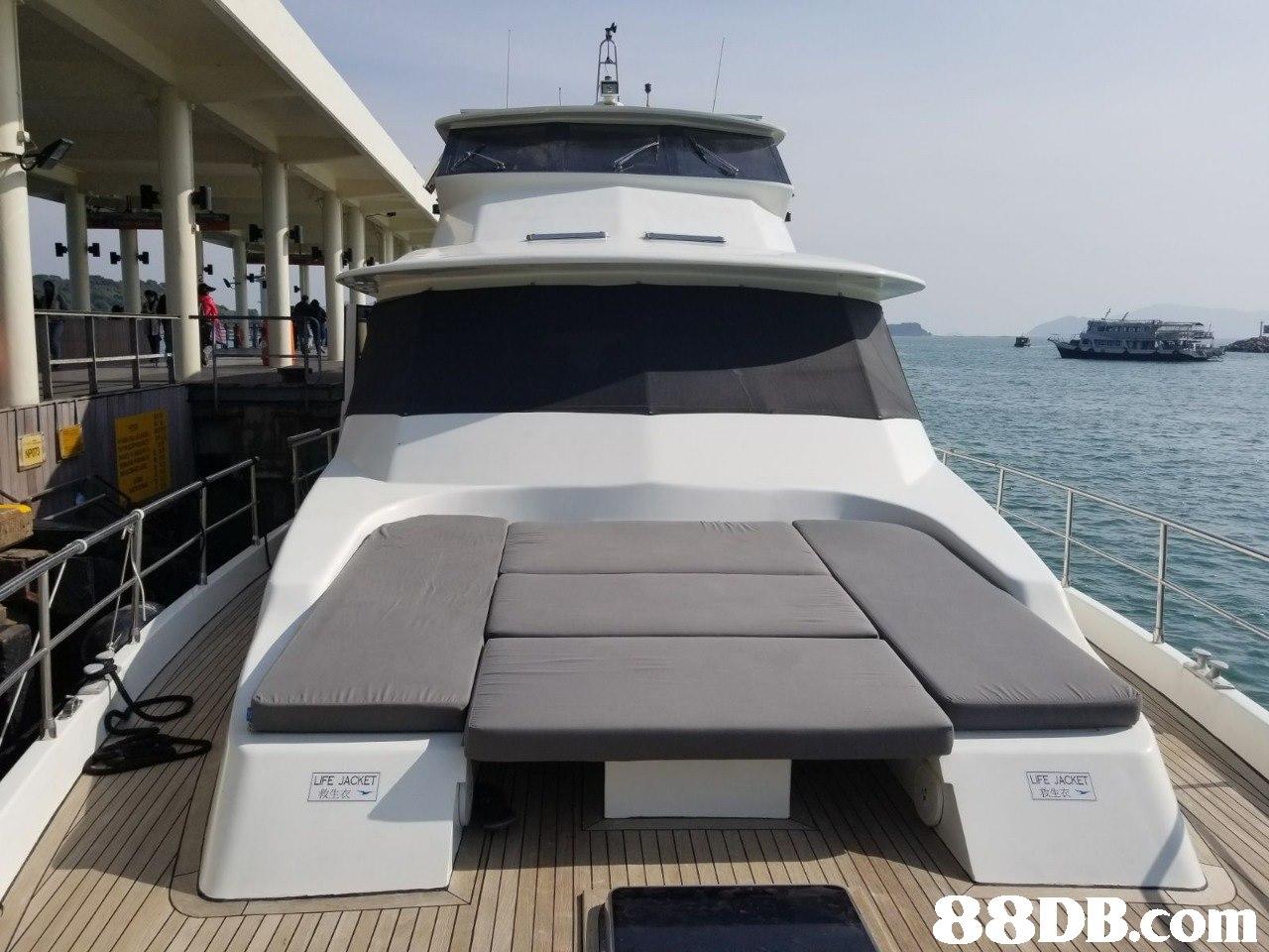 LIFE JACKET 救生衣 LFE JACKET 孜生衣   Vehicle,Yacht,Water transportation,Boat,Luxury yacht