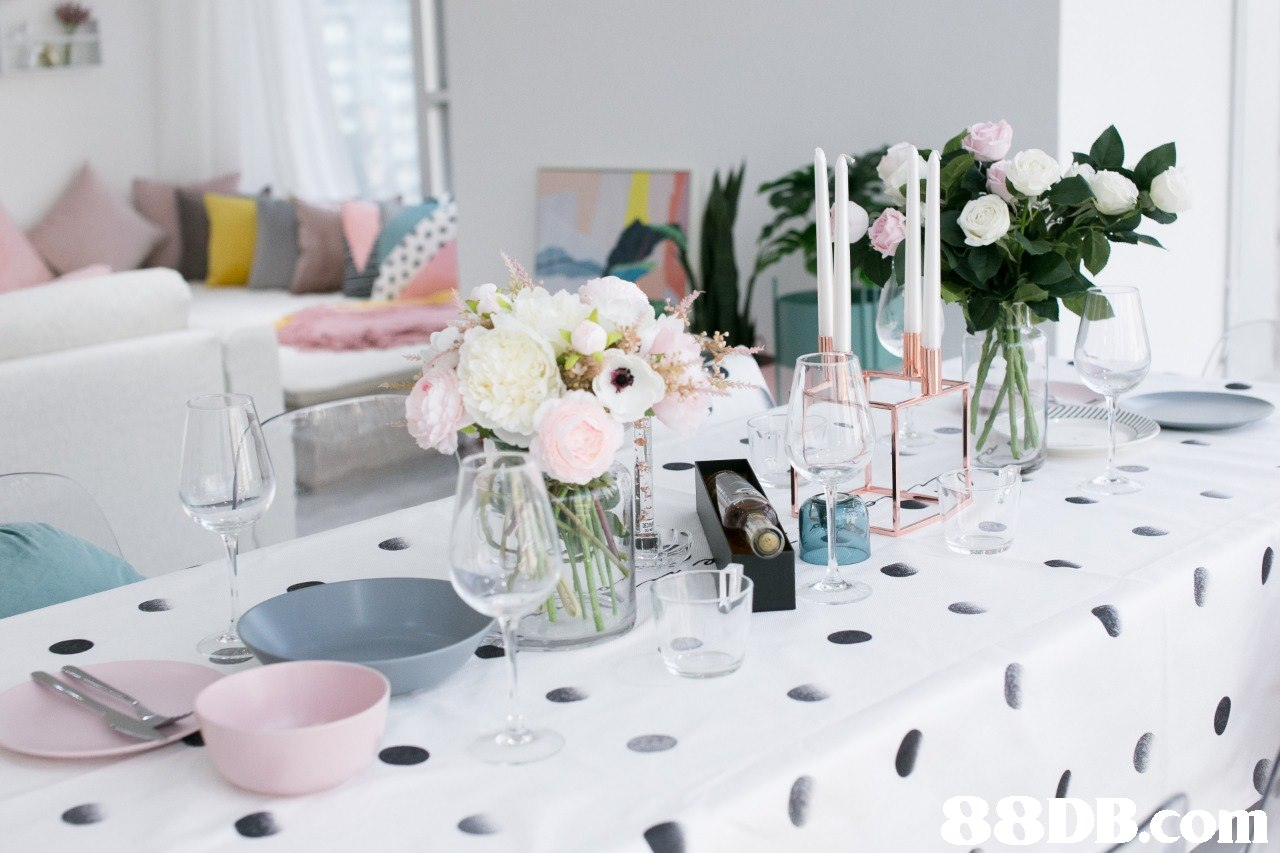 Centrepiece,Pink,Tablecloth,Table,Room