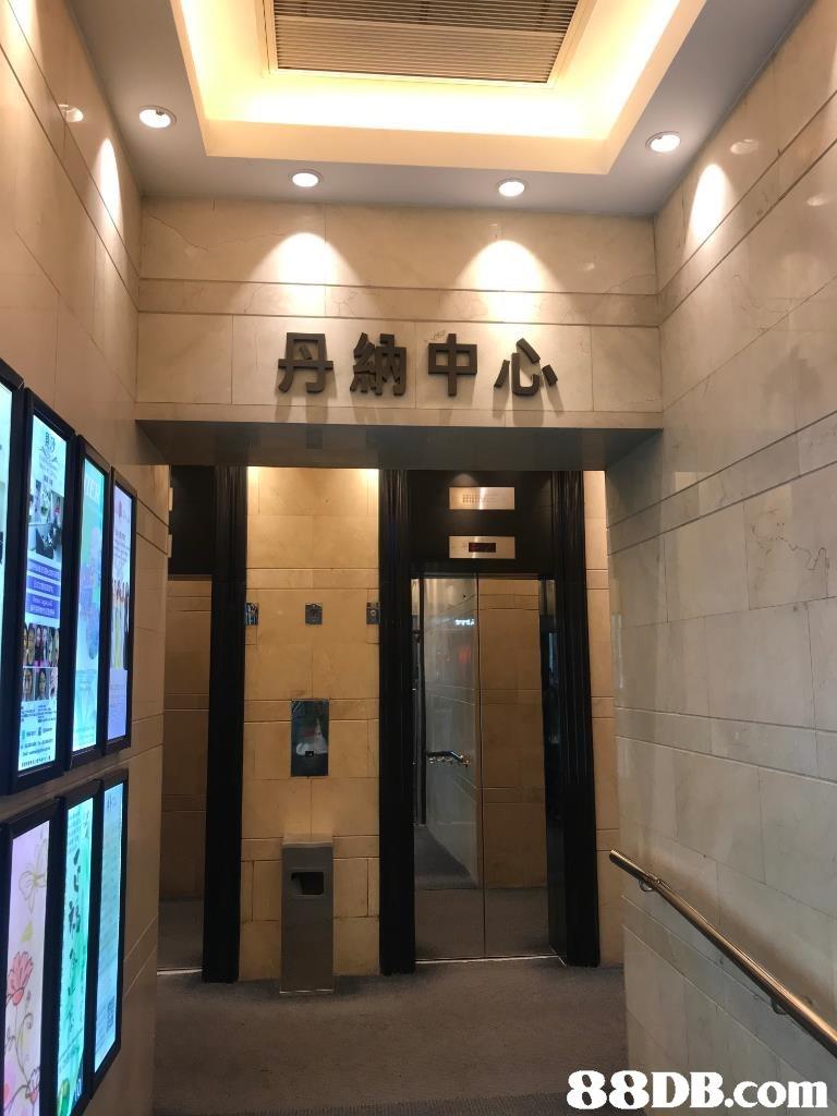 Lobby,Building,Ceiling,Interior design,Room
