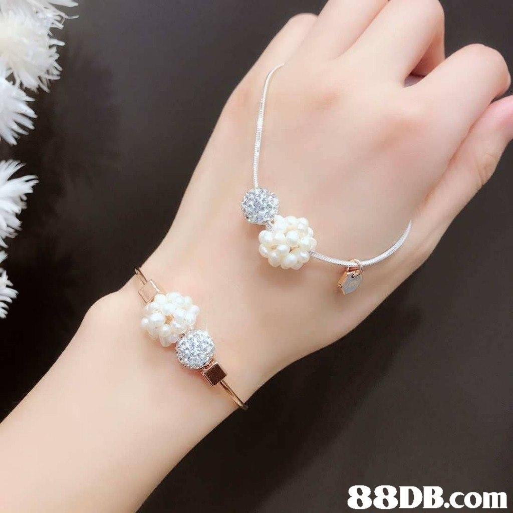 Jewellery,Pearl,Fashion accessory,Body jewelry,Finger
