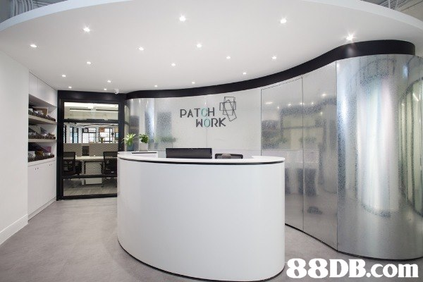 Patchwork 距離荔枝角港鐵出口只需三分鐘路程,一個全新共享工作空間,設有私人辦公室、固定辦公桌及共用辦公桌,更有會議室可供舉辦各類型工作坊
