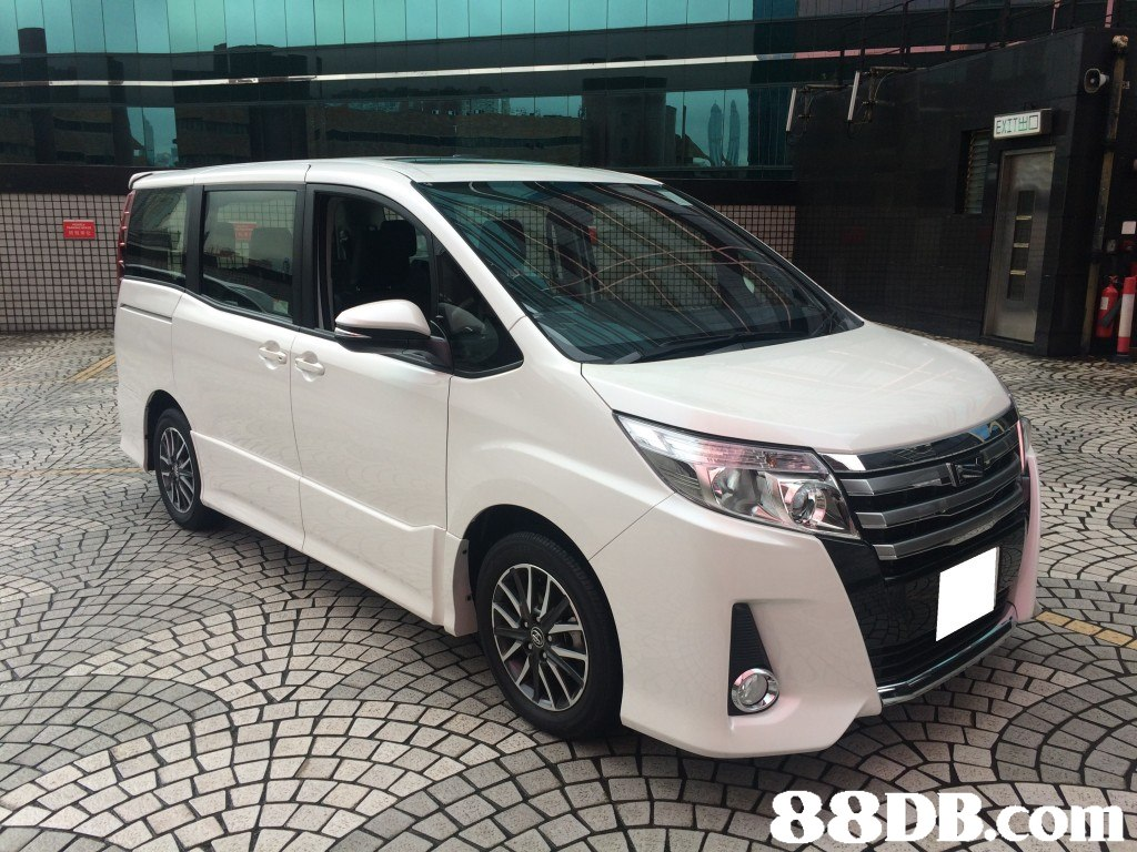 88DBCOM  Land vehicle,Vehicle,Car,Minivan,