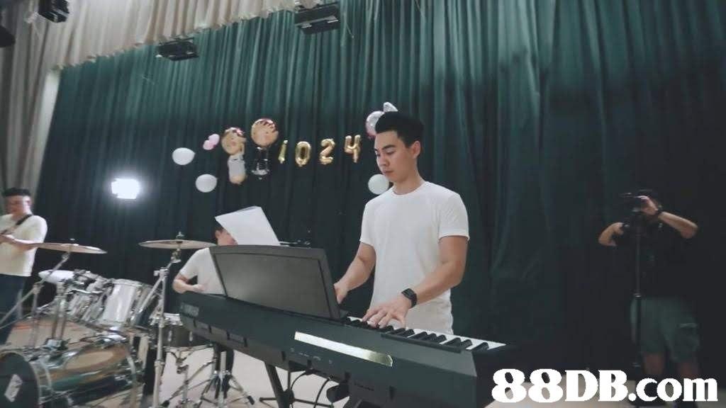 Electronic instrument,Keyboard player,Electronic keyboard,Music,Digital piano