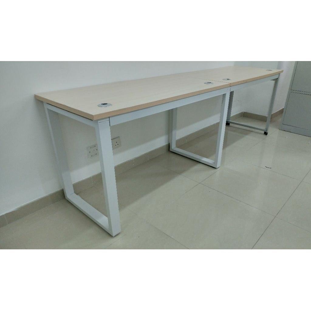 Desk,Furniture,Table,Computer desk,Writing desk