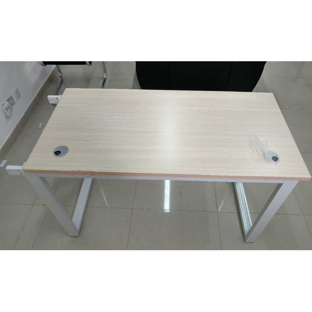 Furniture,Table,Desk,Coffee table,Rectangle