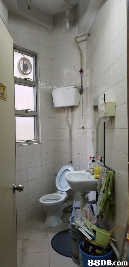 Bathroom,Room,Property,Toilet,Plumbing fixture