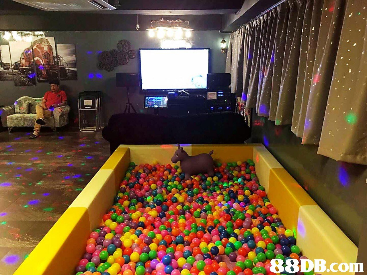 Ball pit,Toy,Room,
