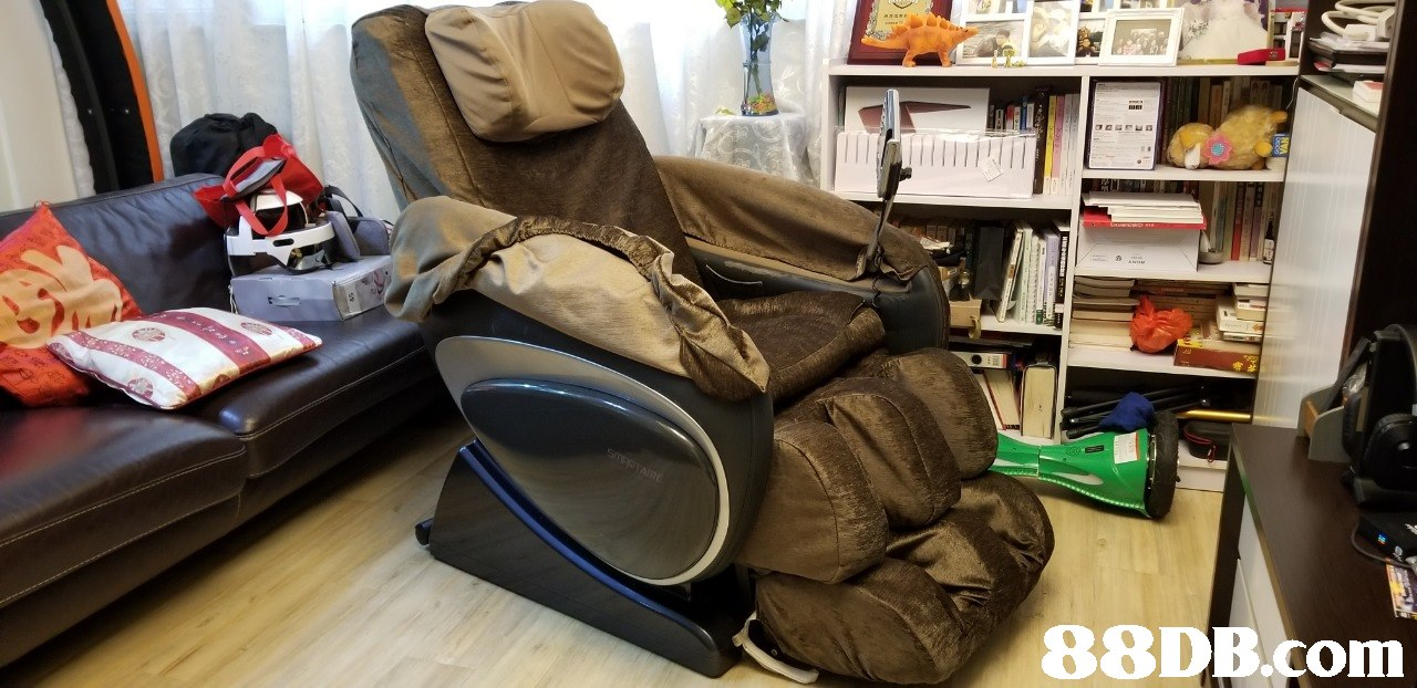 Product,Massage chair,Bag,Furniture,Room