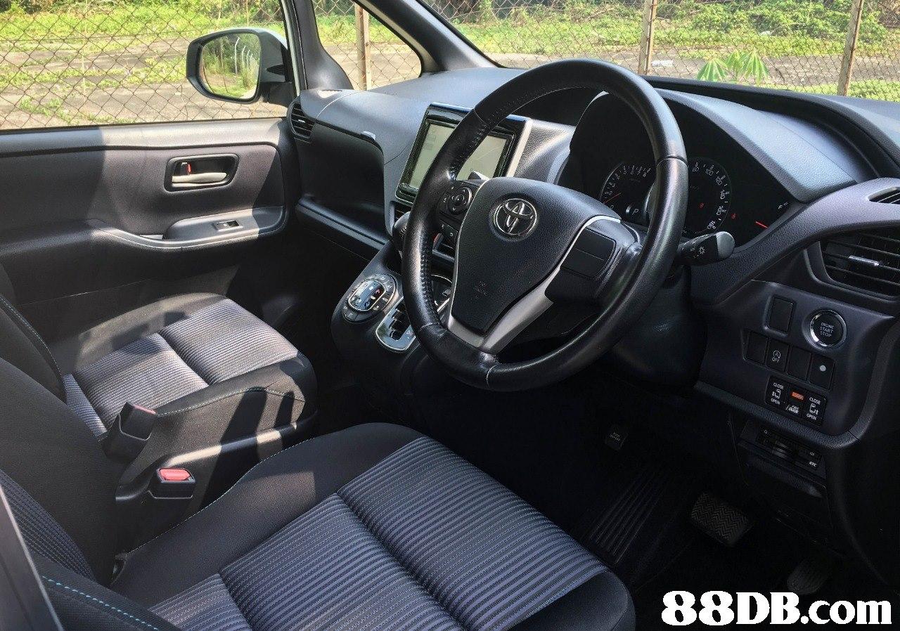 Land vehicle,Vehicle,Car,Motor vehicle,Vehicle door