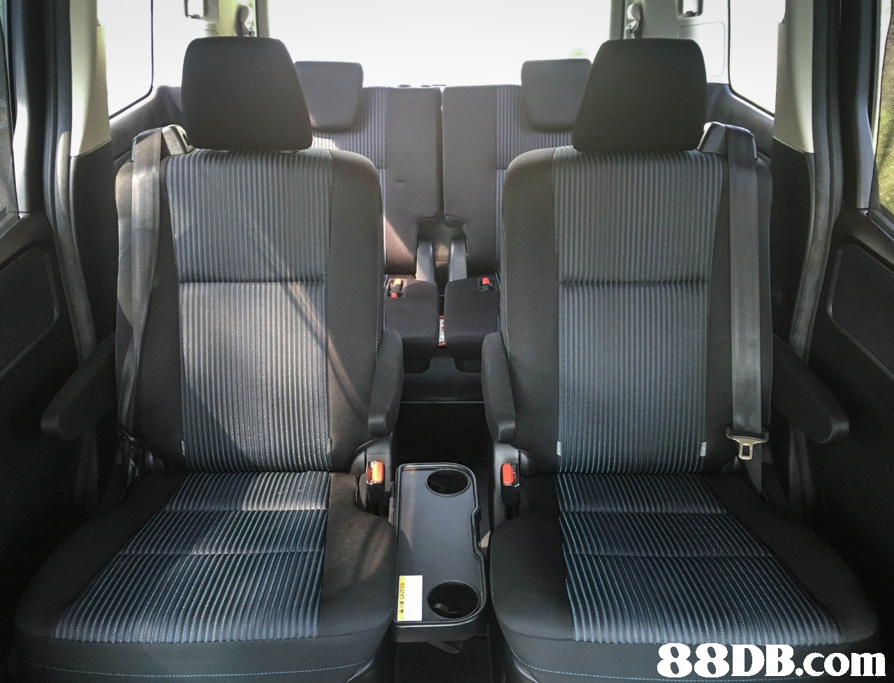 Land vehicle,Vehicle,Car,Land rover defender,