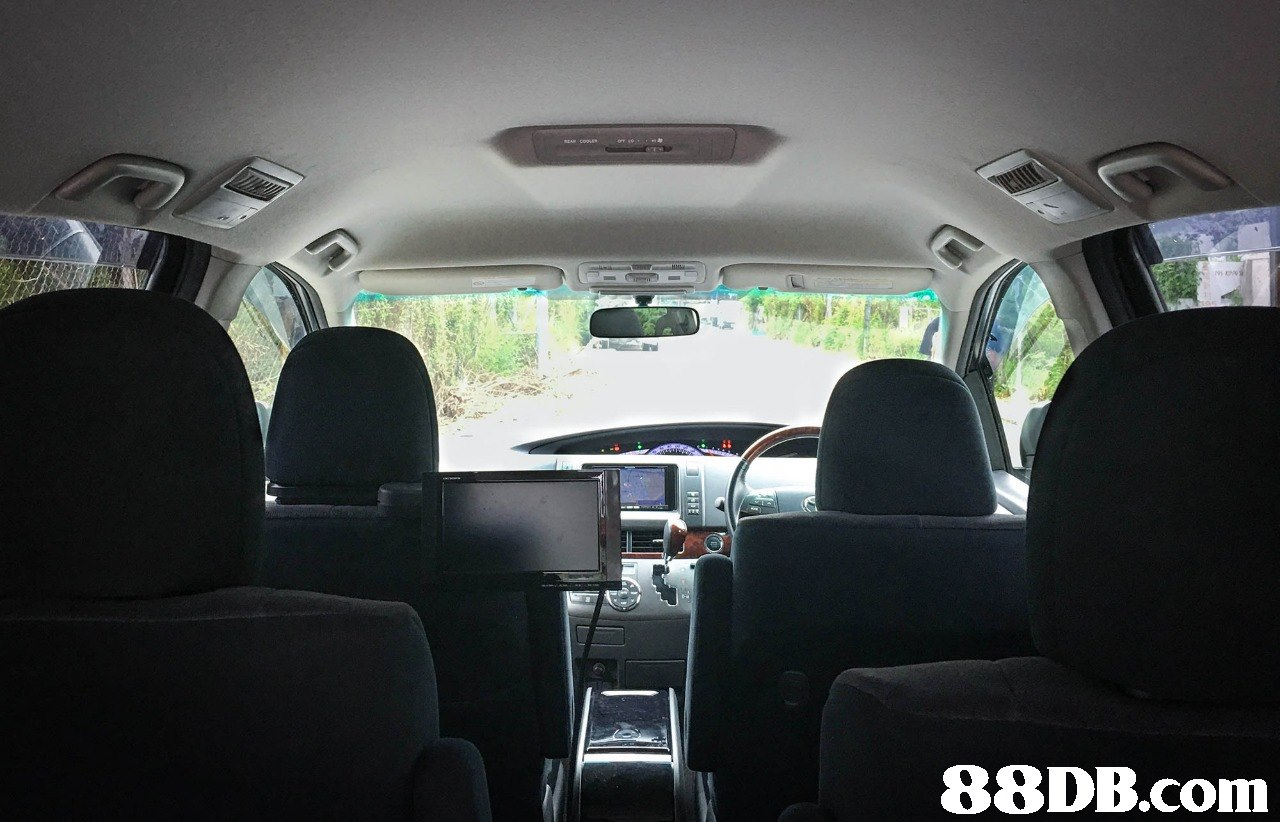 Land vehicle,Vehicle,Car,Mid-size car,Head restraint