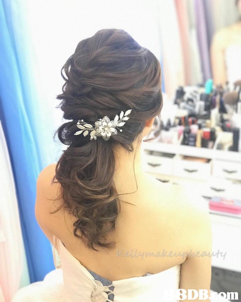 Hair,Hairstyle,Headpiece,Hair accessory,Chignon