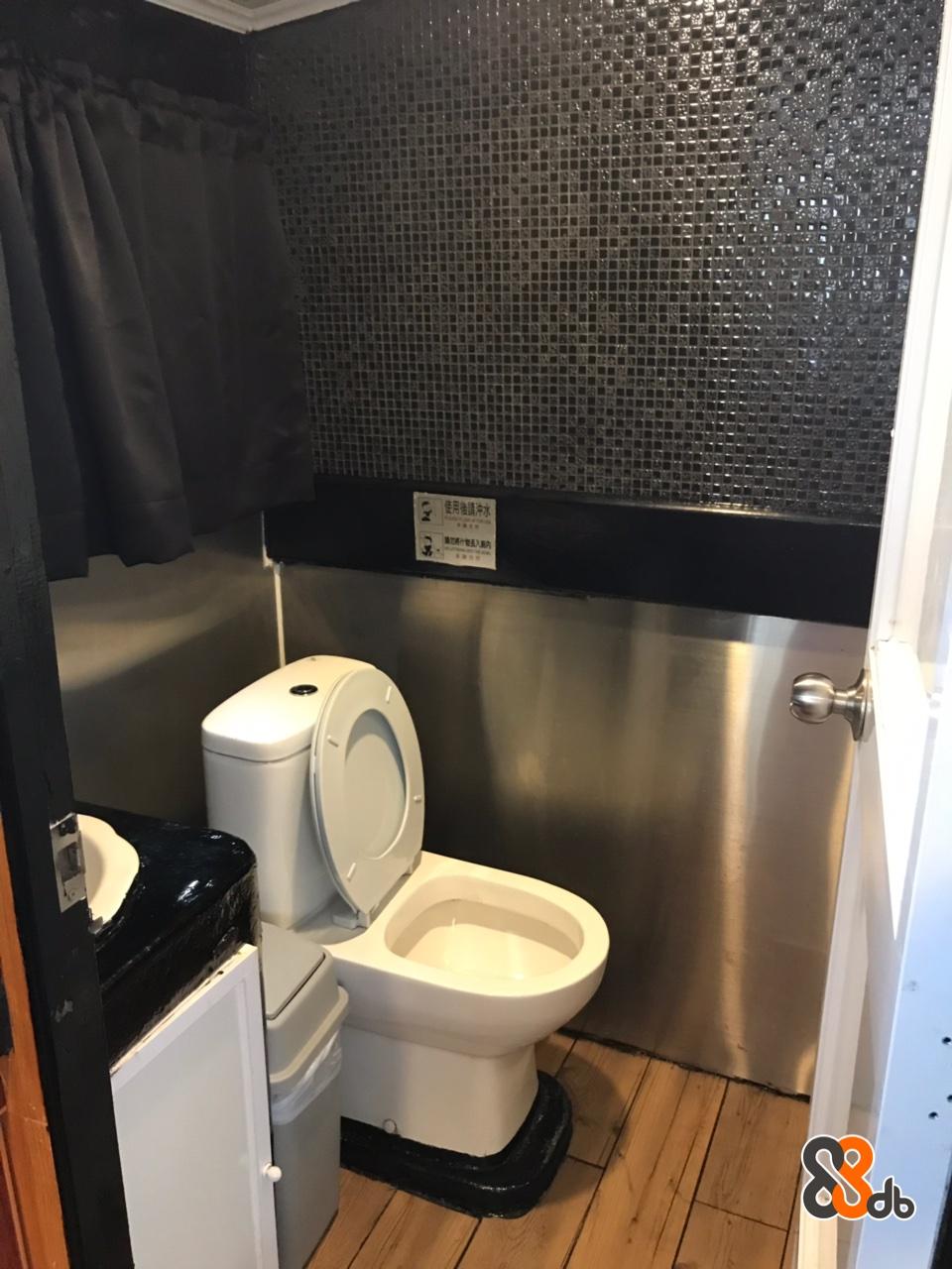 Toilet,Bathroom,Property,Plumbing fixture,Room
