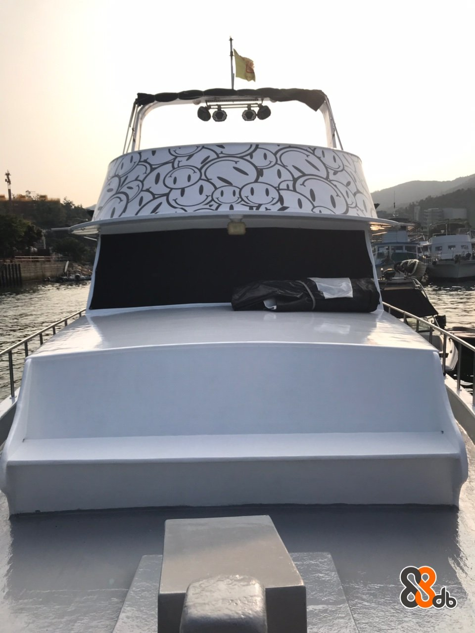 Vehicle,Yacht,Boat,Water transportation,Automotive exterior