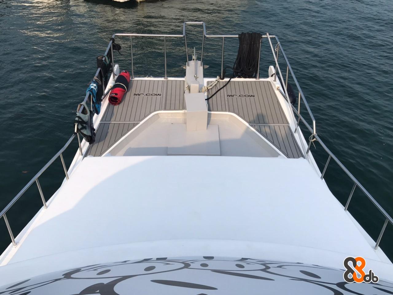 Water transportation,Boat,Vehicle,Yacht,Speedboat